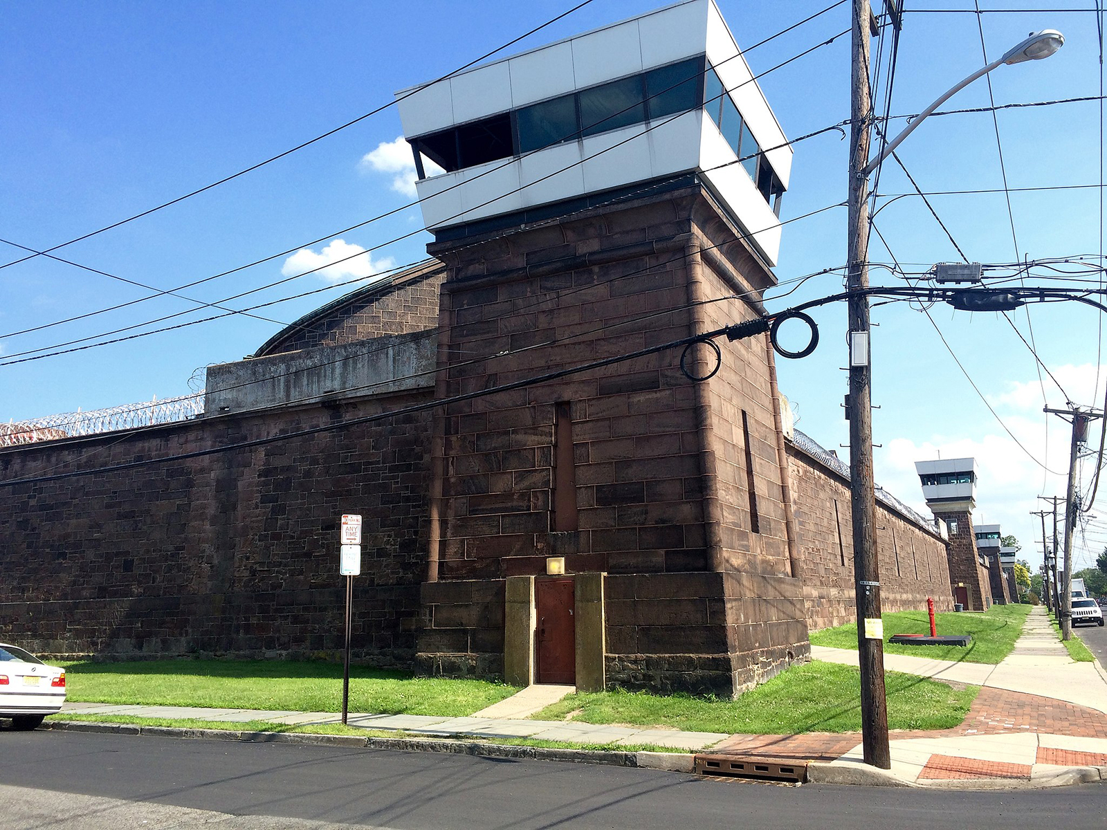 "The 1832 ""Fortress"" portion, with modern towers, of the New Jersey State Prison (formerly Trenton State Prison) in Trenton, New Jersey. David Keddie / CC BY-SA"